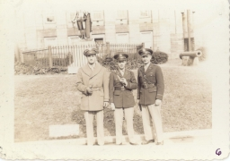<h5>Training</h5><p>Training camp, likely a courthouse pose. Then Lieutenant Captain Willets (center). Photo provided by the Willets family. </p>