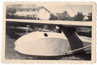 <h5>Glider</h5><p>Glider. Provided by the family of Ivo Schommer.</p>