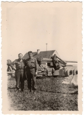 <h5>Soldiers with Cannon</h5><p>Unidentified soldiers with a Long Tom. Photo provided by family of Ivo Schommer.</p>
